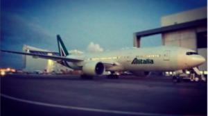 Il Boeing 777-200 EI-DBL a Fiumicino. Foto Instagram @federico_platania