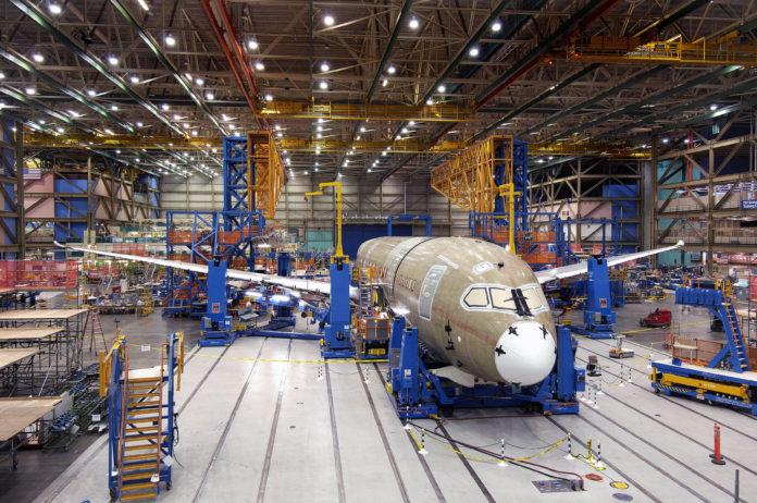 Assemblaggio di un Boeing 787 a Everett, USA.