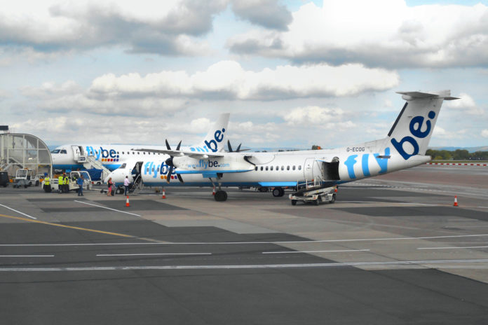 Foto (C) Davide Secci, archivio Associazione Italiana Aviazione Civile - Un Dash8 e un Embraer 175 di FlyBE